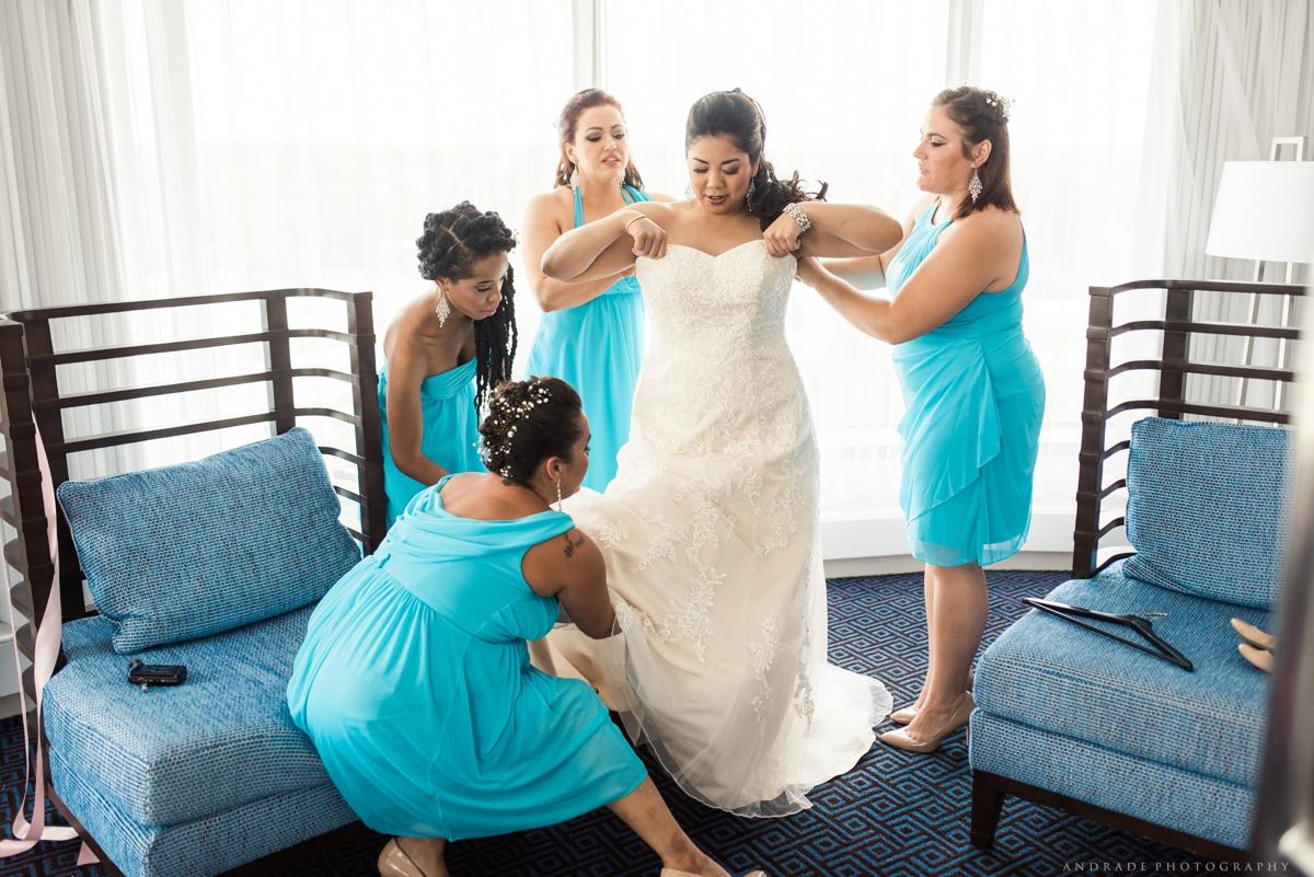 Naperville Wedding Photographer _ Maggianos Little Italy Wedding_0019.jpg