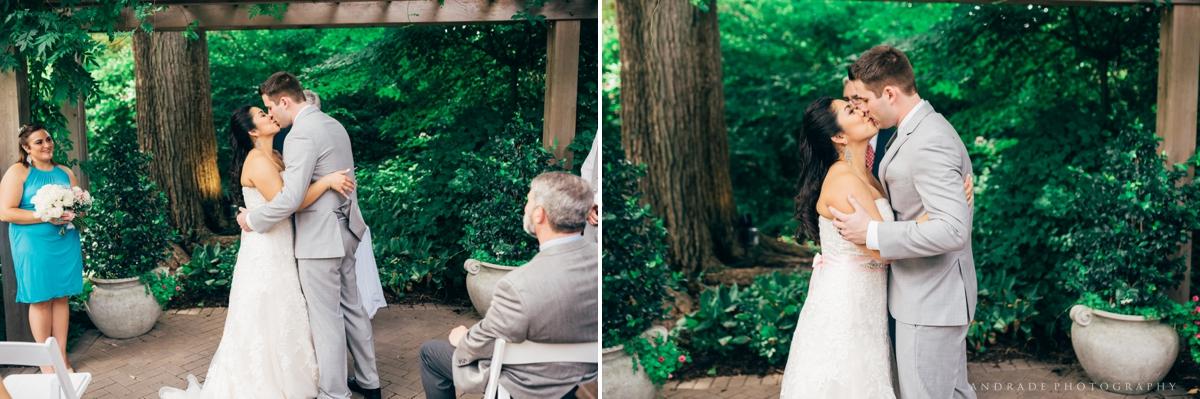 Naperville Wedding Photographer _ Maggianos Little Italy Wedding_0028.jpg