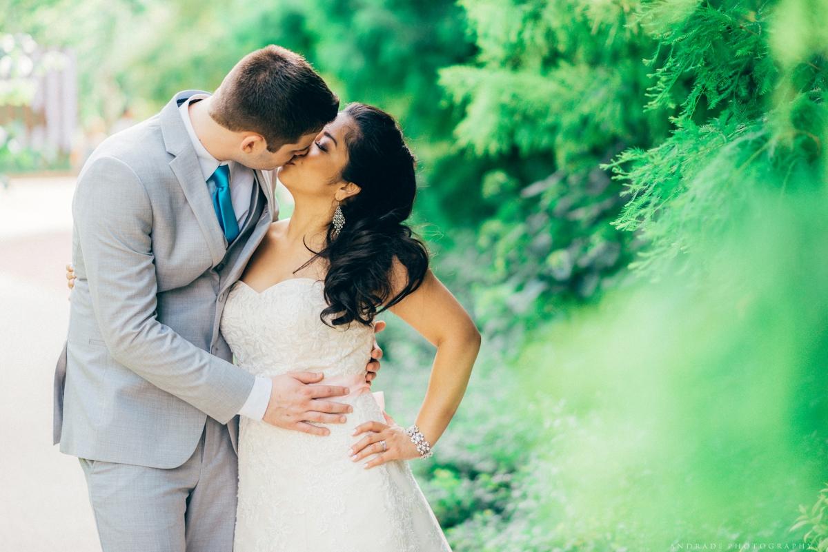 Naperville Wedding Photographer _ Maggianos Little Italy Wedding_0044.jpg