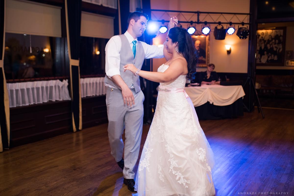 Naperville Wedding Photographer _ Maggianos Little Italy Wedding_0053.jpg