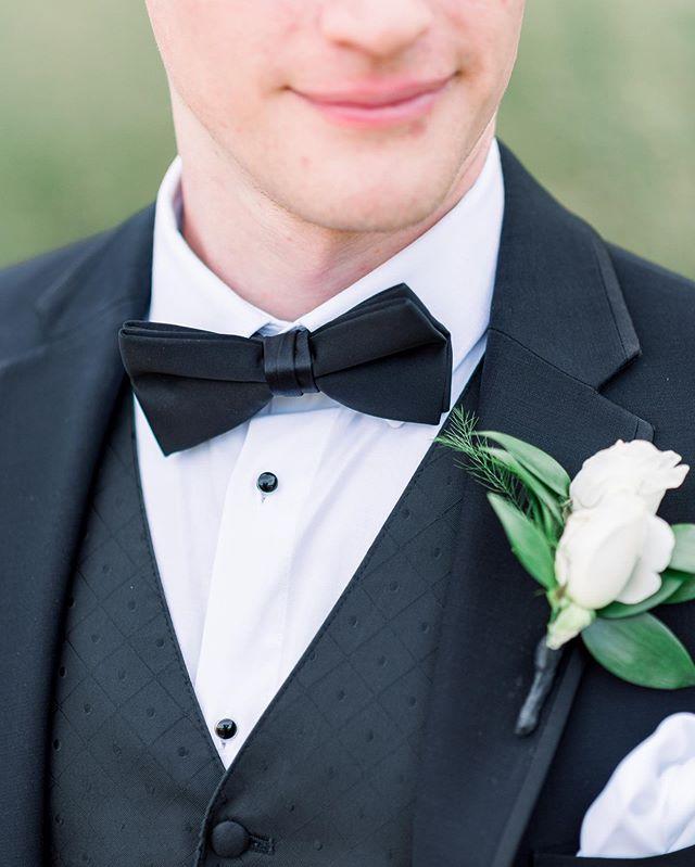 Love the classic look . . . . #rolandandradephotography #chicagoweddingphotography #chicagoweddingphotographer #chicagowedding #fineartweddingphotography #classicwedding  #gettingmarried  #isaidyes  #marriedaf  #hubby #wifey  #weddinginspiration #weddingplanning  #engagedcouple  #Weddingdetails #marthastewartweddings #theknot #noblepresets #weddingtux