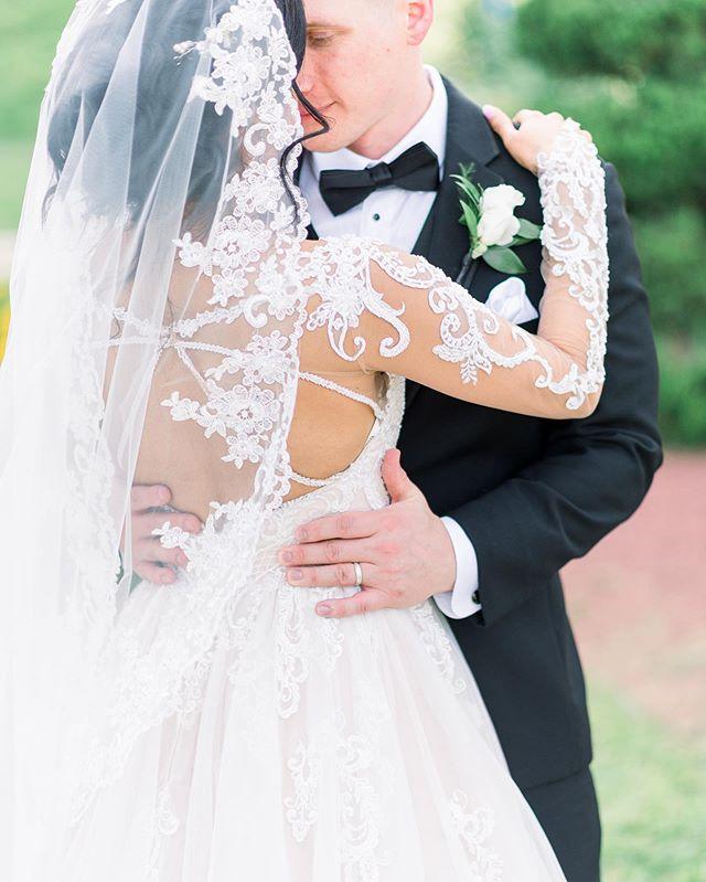 More of this on the blog! . . . . #rolandandradephotography #chicagoweddingphotography #chicagoweddingphotographer #chicagowedding #fineartweddingphotography #classicwedding  #gettingmarried  #isaidyes  #marriedaf  #hubby #wifey  #weddinginspiration #weddingplanning  #engagedcouple  #Weddingdetails #marthastewartweddings #theknot #noblepresets #weddingtux