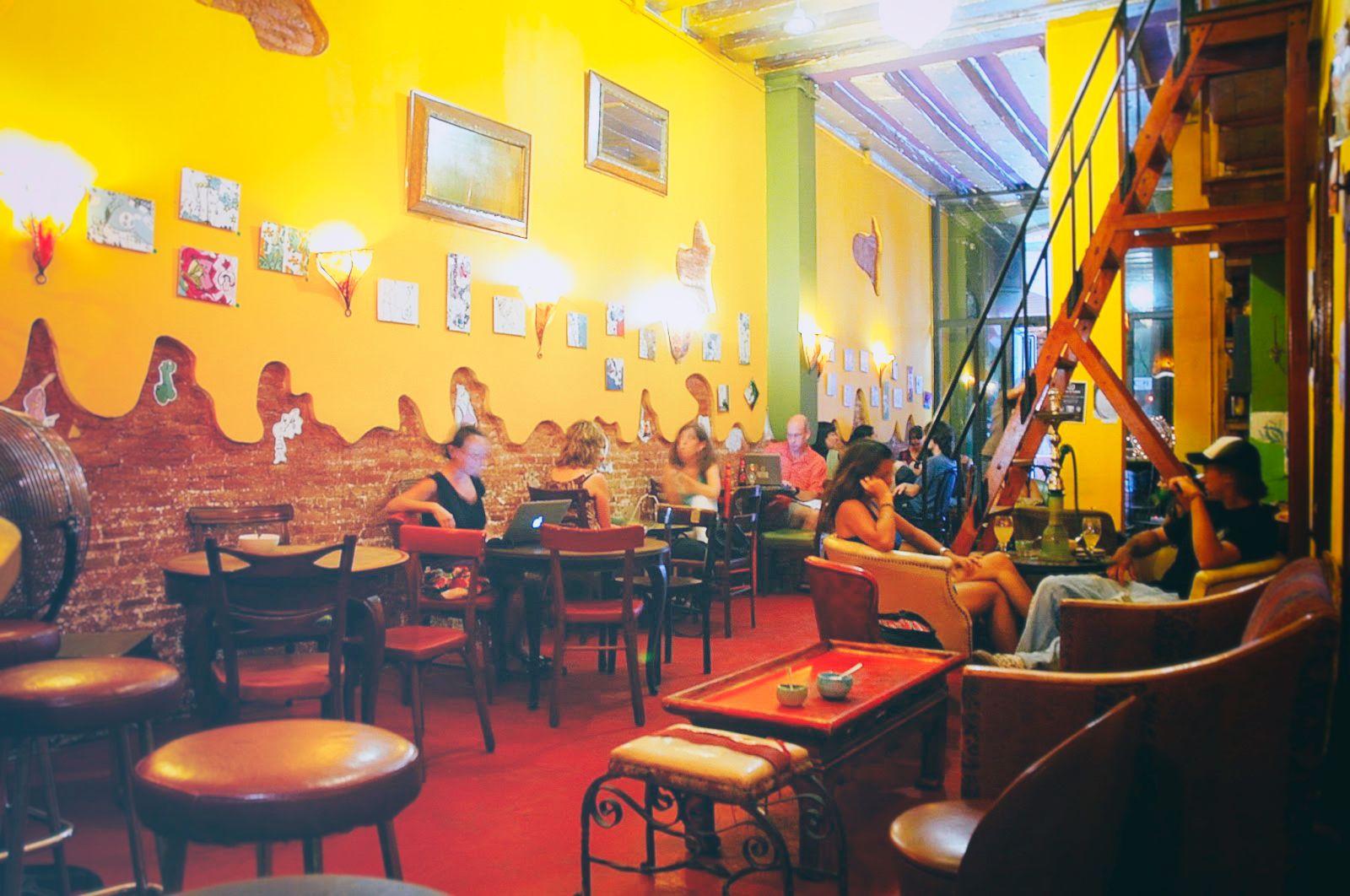 LA CLANDESTINA   Alternative & relaxed tea bar -  El Gòtic