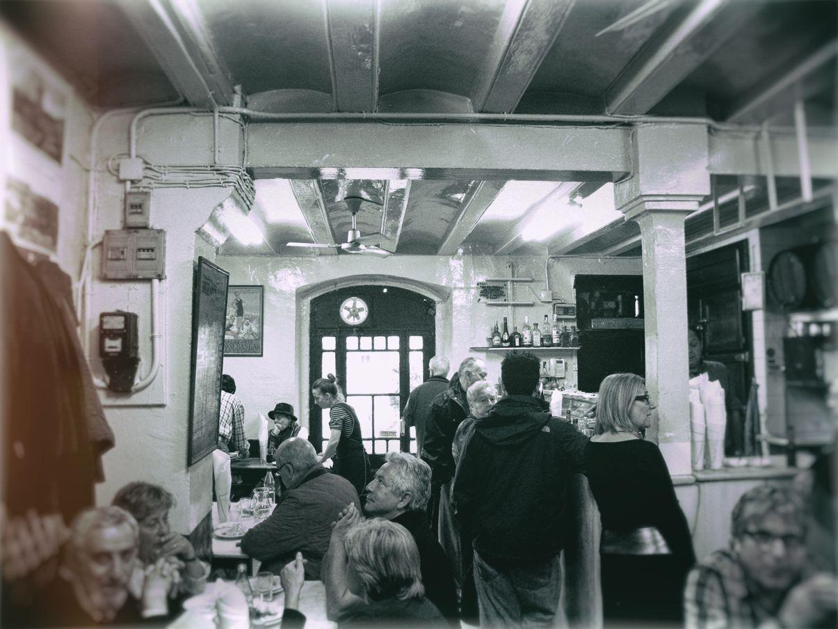 LA COVA FUMADA   Genuine tapas bar in the heart of  La Barceloneta