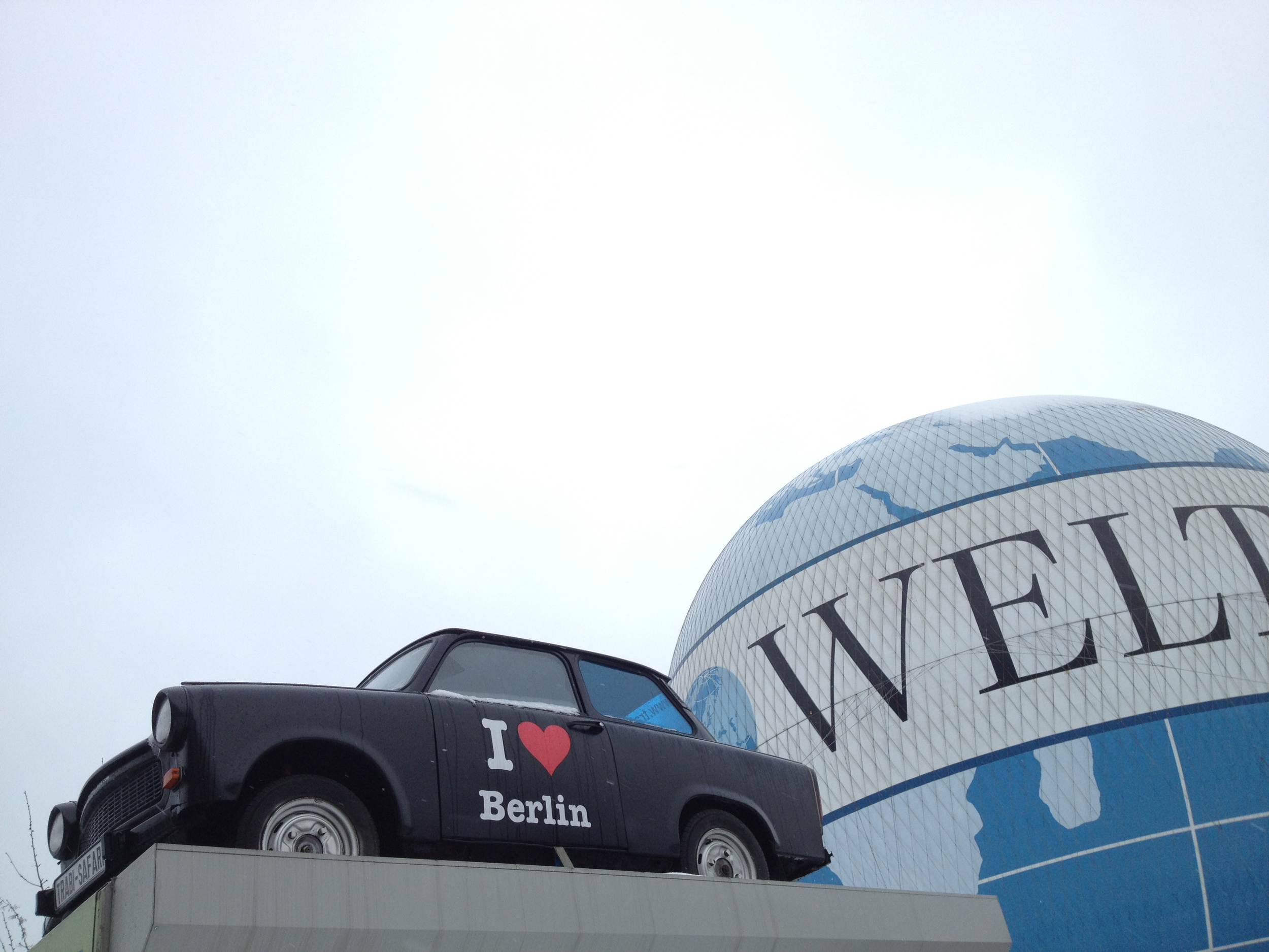 Berlin-Trabi-and-Die-Welt-balloon