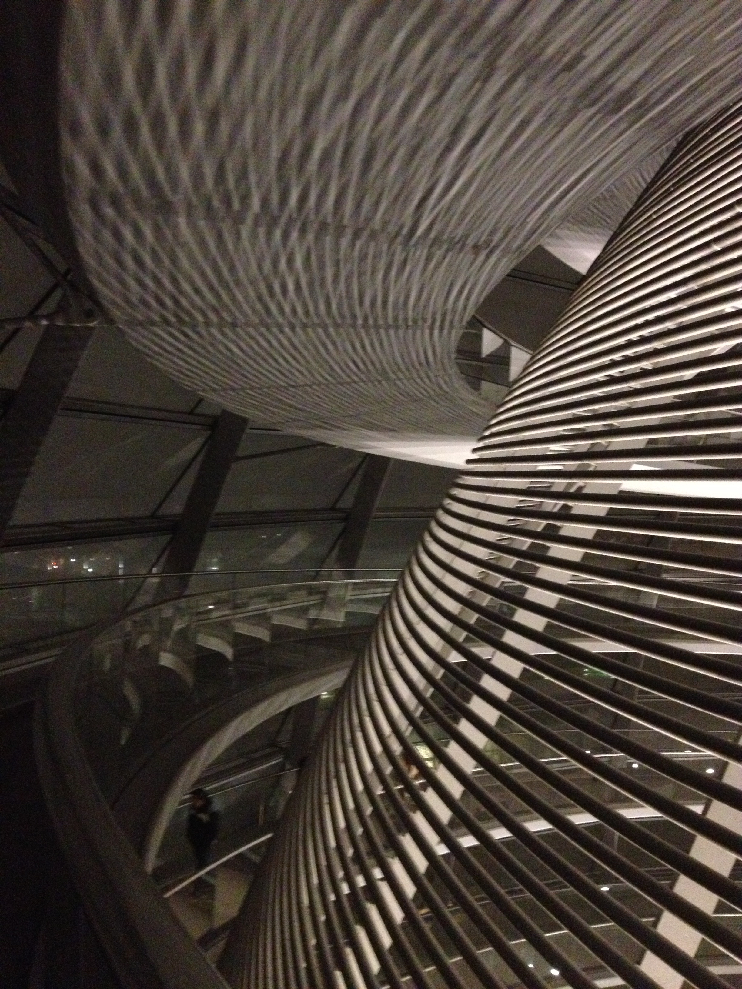 Reichstag-dome-at-night