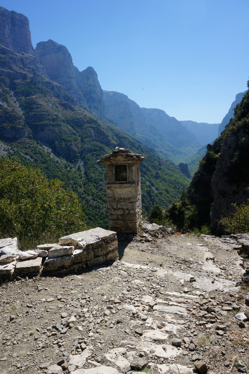 hiking vikos gorge from vikos