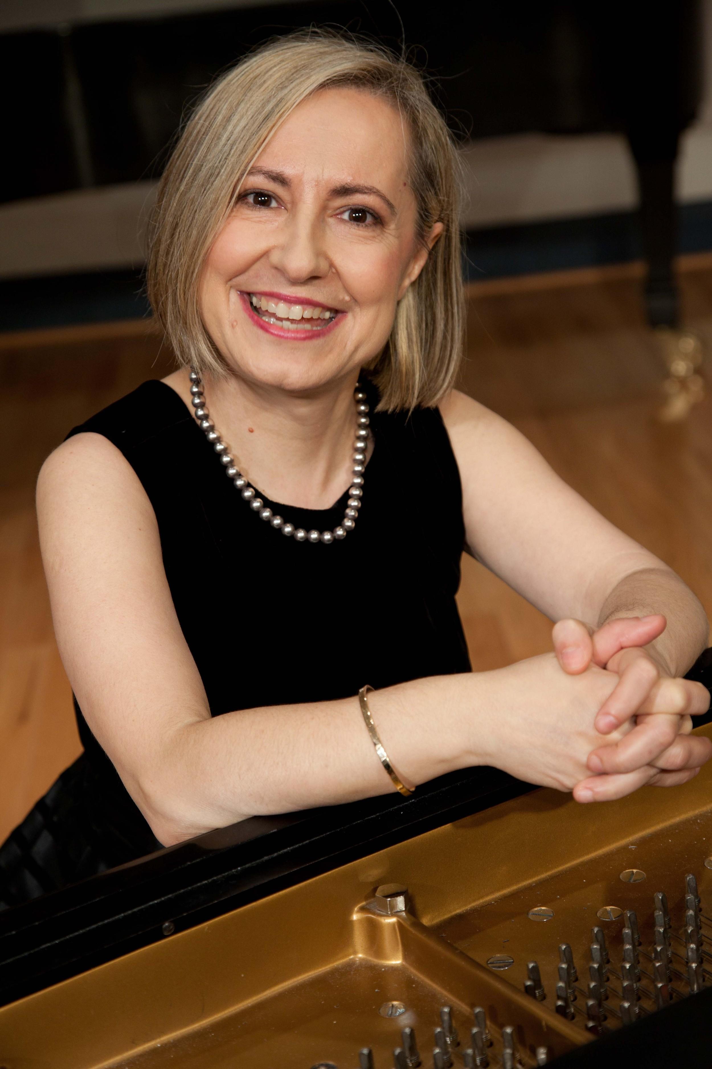 Pavlina Dokovska, aRTIST dIRECTOR