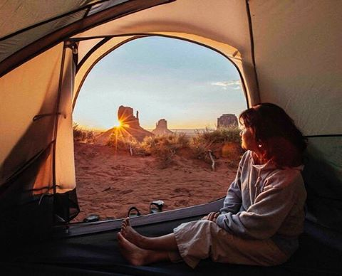 Weekend is already over and unfortunately we don't wake up Monday morning to views like this 😢, but we should... . #monumentvalley #campvibes #camping #arizona