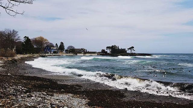 Good surfing waves 🏄♂️ . . . #maine #capeelizabeth #surf #waves