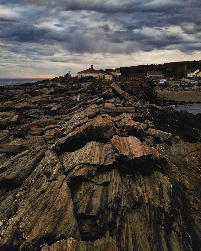 🔦🔦 . . . . #maine #twolights #lighthouse #LobsterShack #sunset #rocks #
