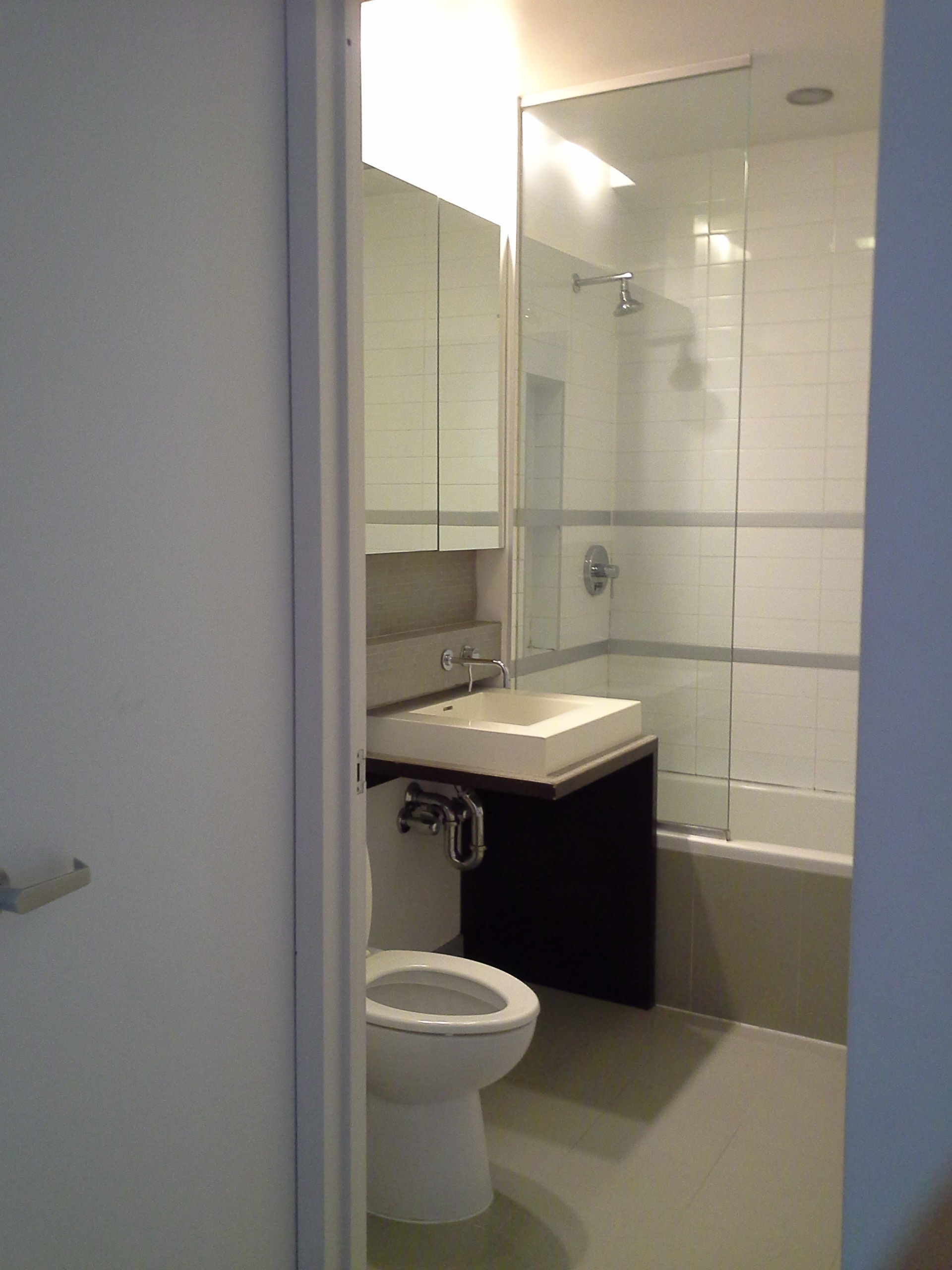 330e109 #4b bathroom.jpg