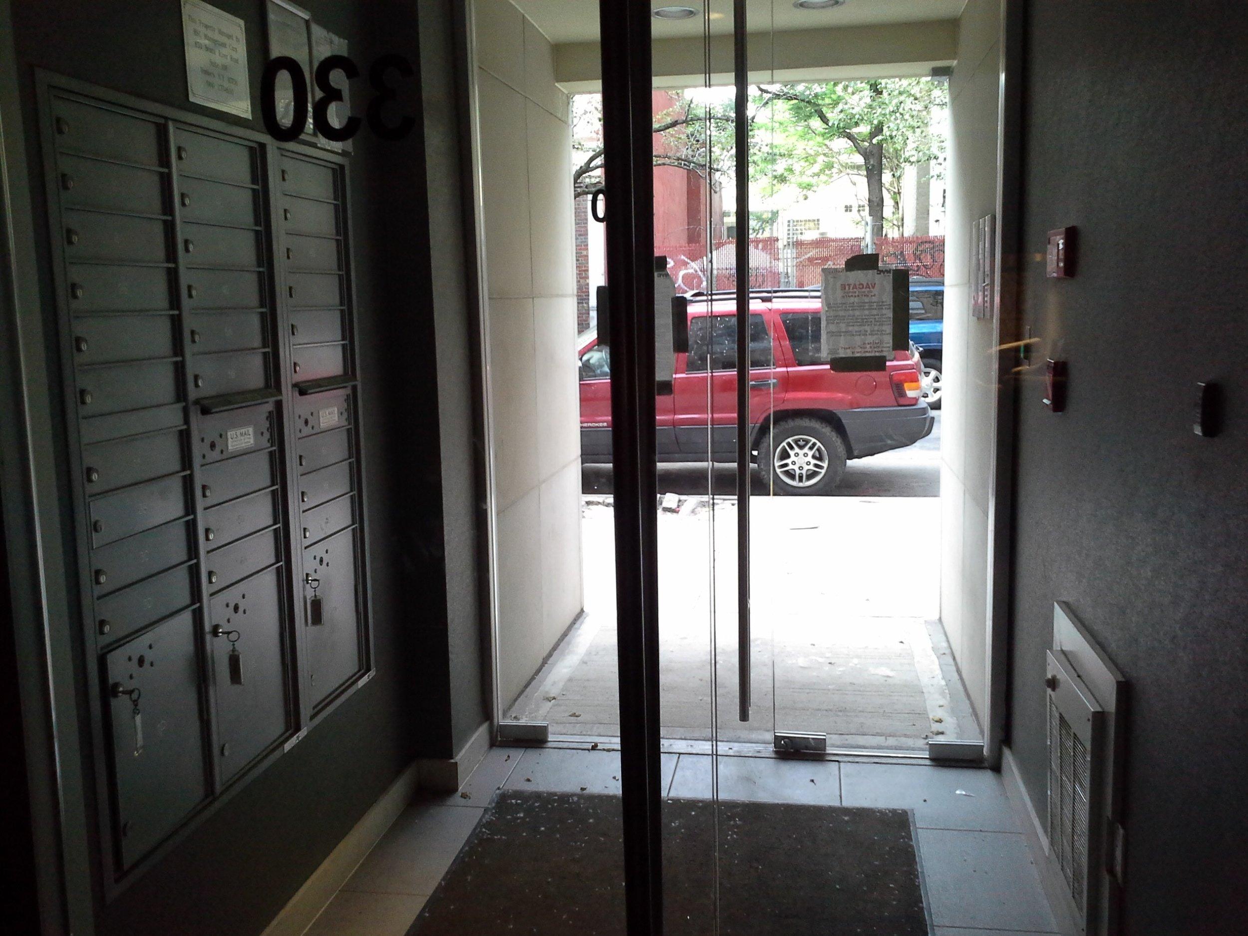 330e109 #4b building entry.jpg