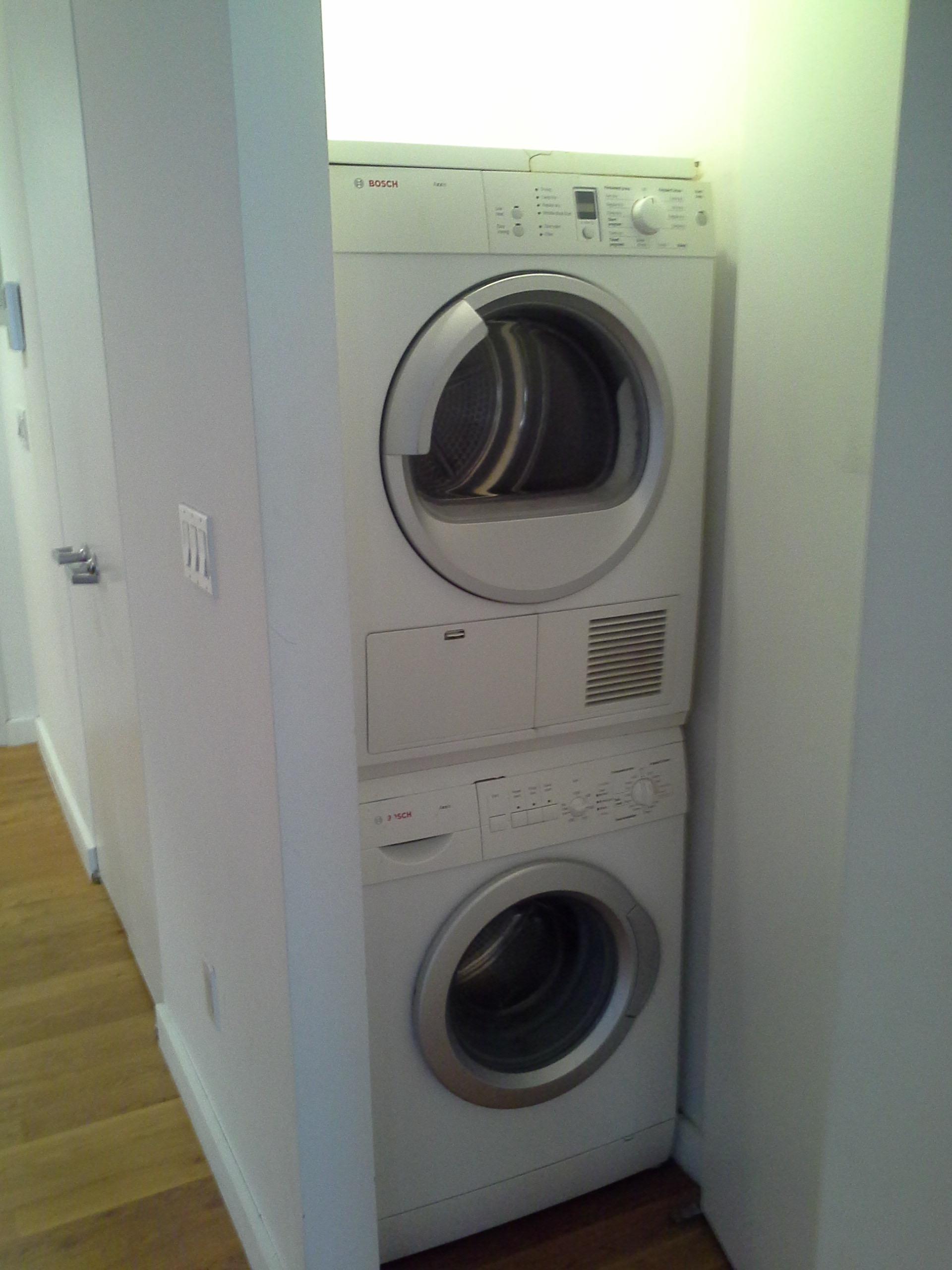 330e109 #4b laundry in unit.jpg