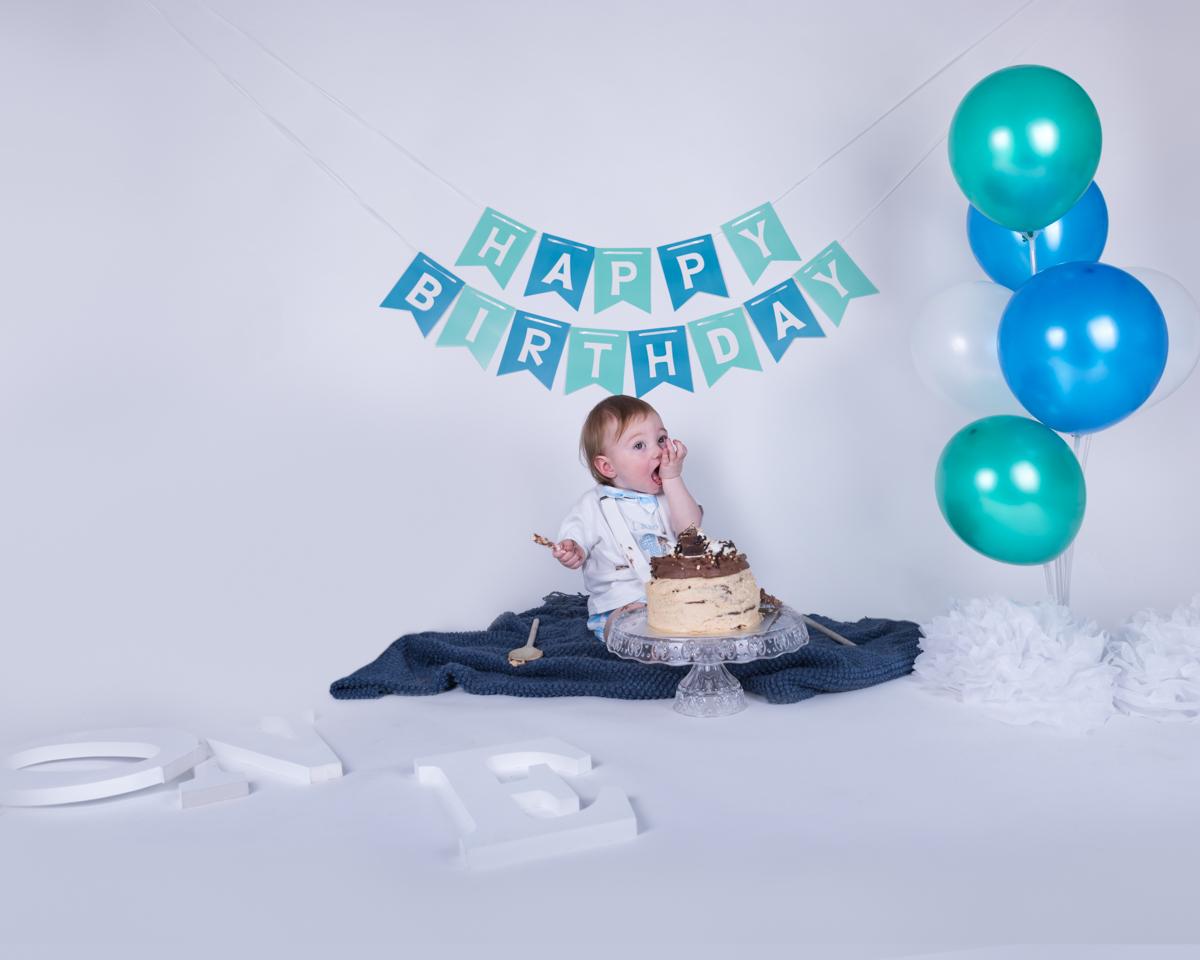 Baby Jack (12 months) Cake Smash-5.jpg