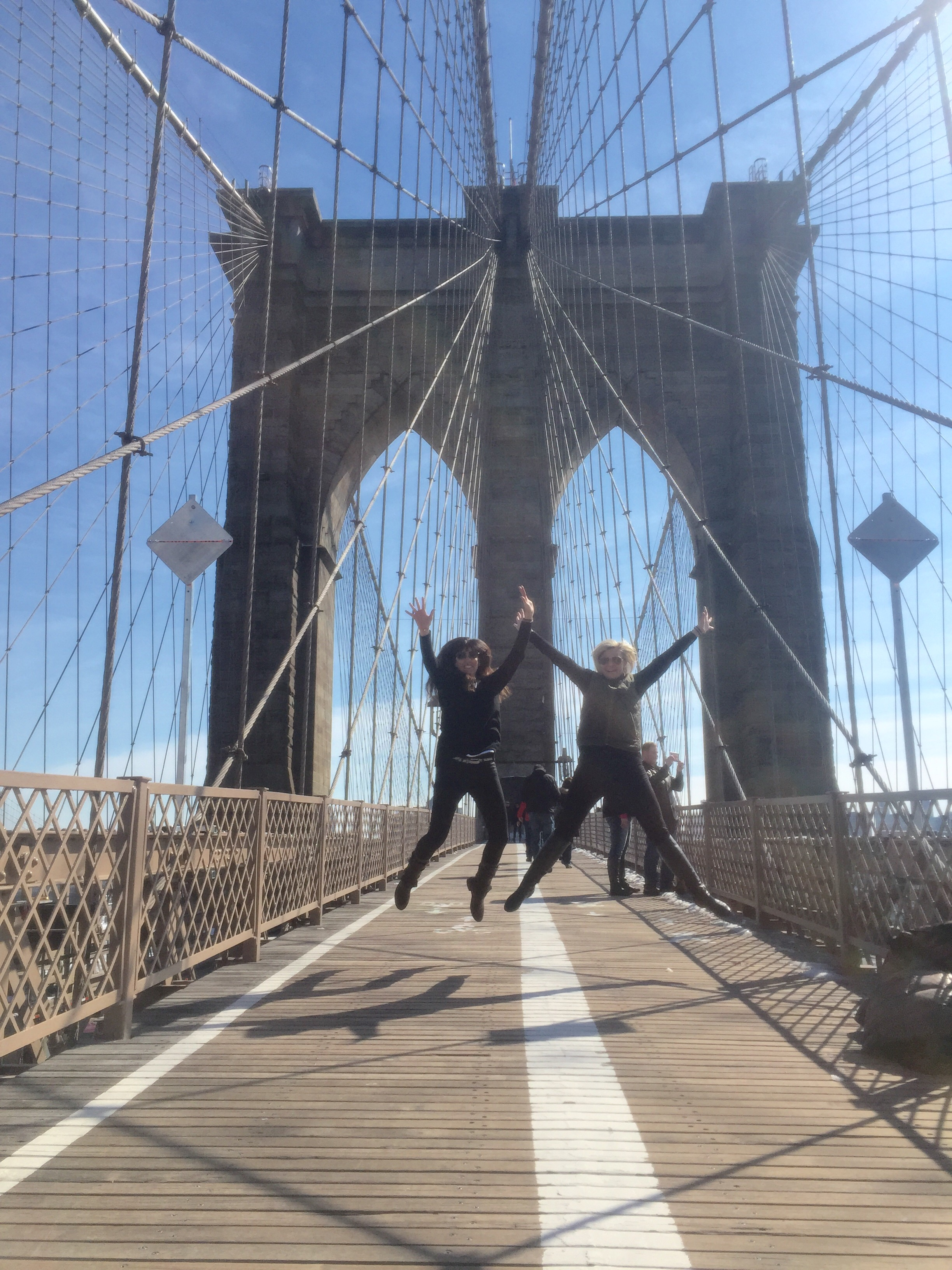 No trip is complete with a walk on the Brooklyn Bridge...and a slice of pizza. 🍕