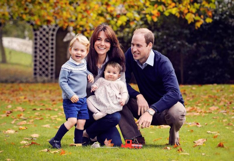 The family's holiday photo. (Image: Chris Jelf/Kensington Palace via GettyImages)