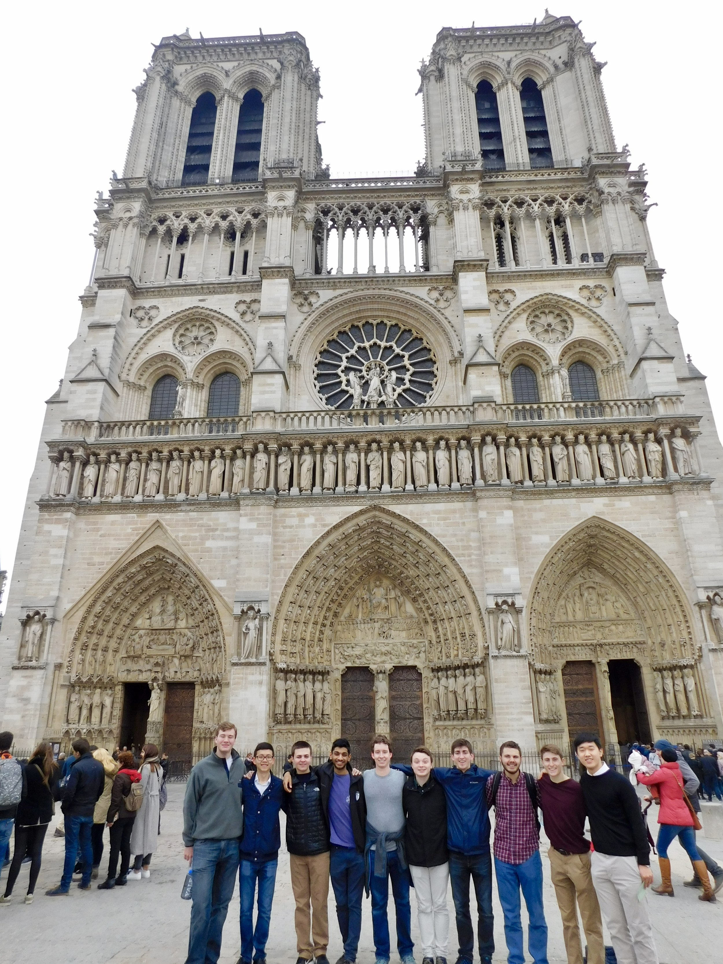Group photo in front of Notre Dame
