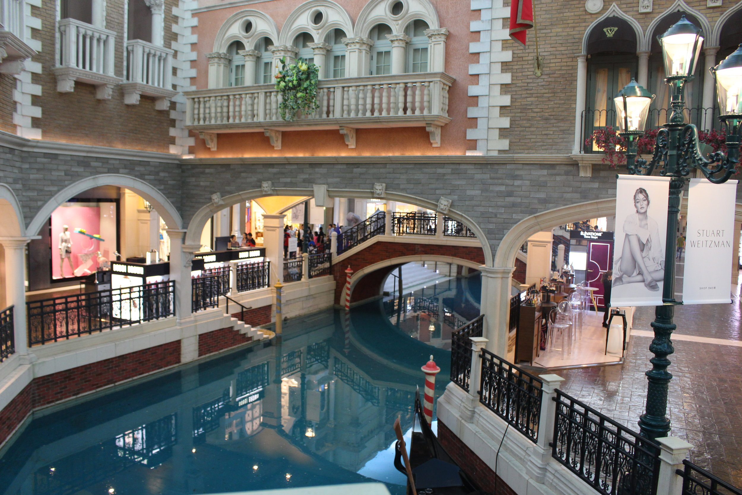 Exploring the largest casino in the world, The Venetian