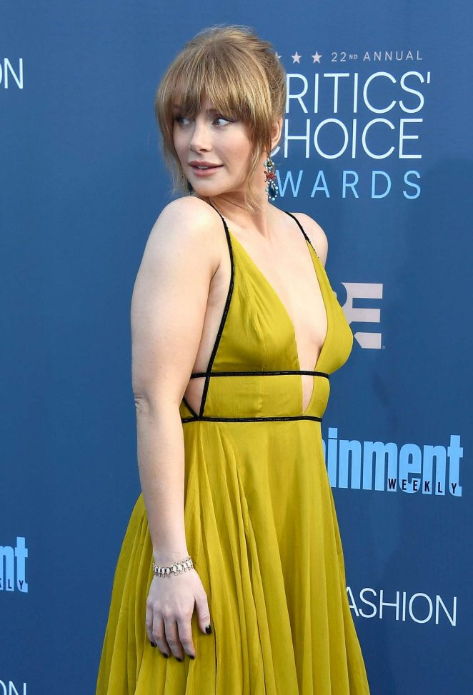 Bryce Dallas Howard at the 2016 critics choice Awards