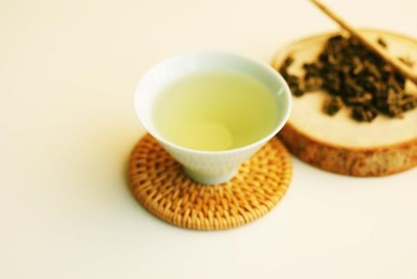 Drinking Biyu No.19 Green oolong.