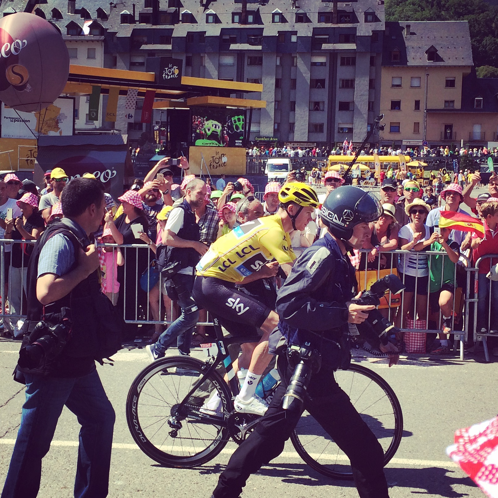 2016:  WOR at the Stage start in Vielha, Spain to see Chris Froome rolling up to the start line!