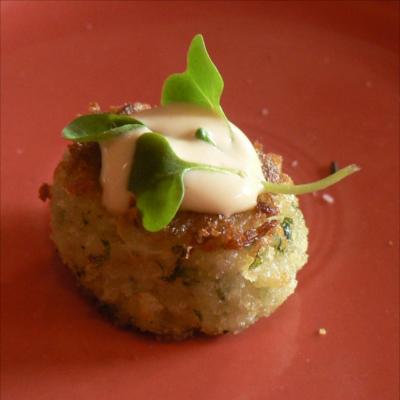 edinburgh gin valentines captivating crab cakes with lemon aioli recipe
