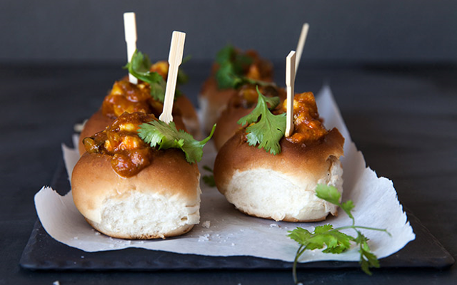 bunny chow bread curry food
