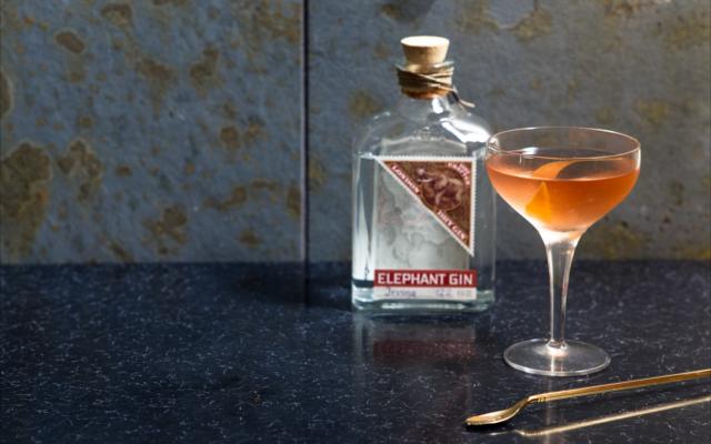 Elephant gin Golden Martini cocktail