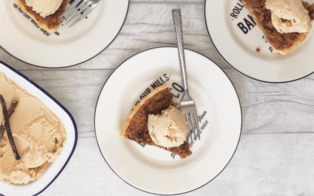 Kongsgaard Gin Apple Pie with vanilla ice cream and cinnamon sticks