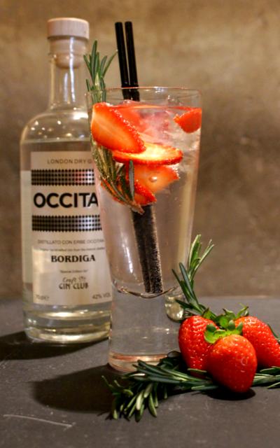 Occitan gin and tonic with strawberries to garnish