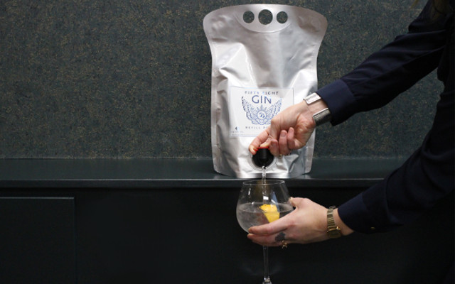 58 Gin bag filling a gin and tonic