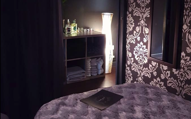 the gin spa massage room