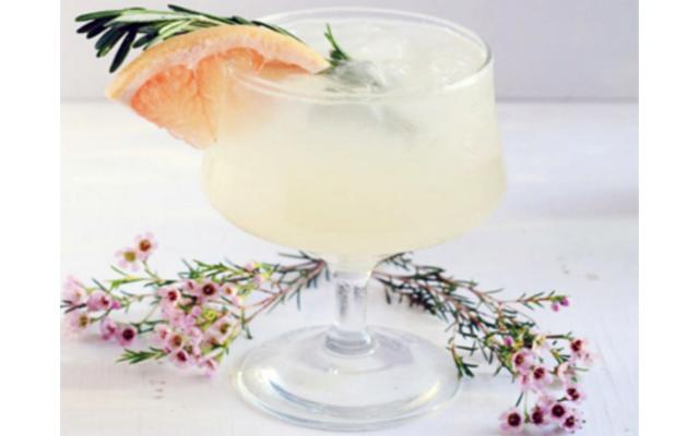 Greyhound gin cocktail