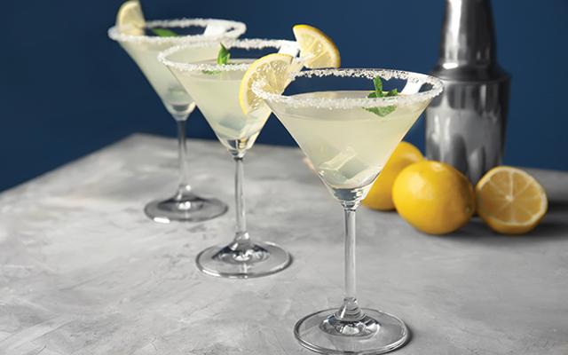 gin+lemon+martini+slice+lemon+sugar+rimmed+glass.png