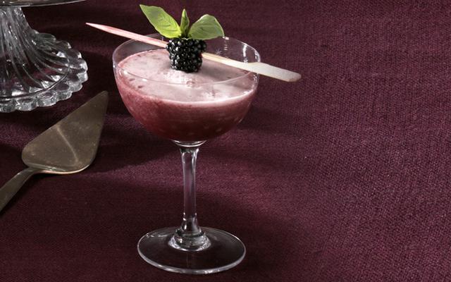 black+mamba+gin+halloween+cocktail.png