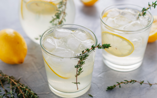 rosemary+thyme+gin+cocktails.png