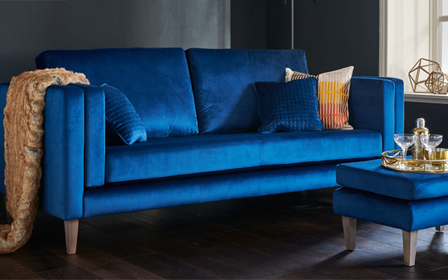 gin+and+blue+velvet+sofa.png