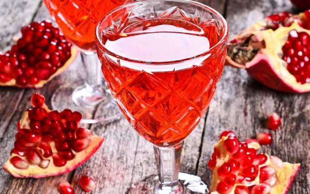 prosecco+gin+red+cocktail.png