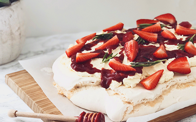Strawberry+and+rosemary+gin+pavlova.png