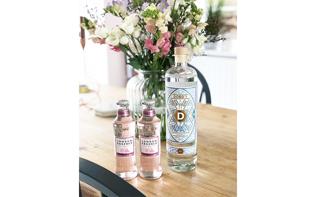 Our member Stephanie's bloomin' lovely display of her bottle of Dodd's and London Essence Co tonic water gave us major Spring fever!