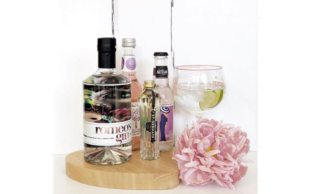 Karen's snap of Romeo's Gin is as pretty as a picture!