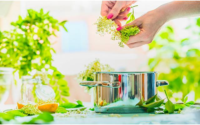homemade-elderflower-cordial1.jpg