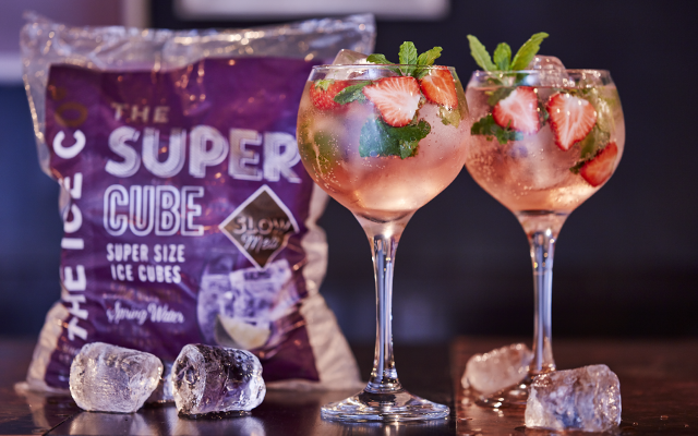 super+cubes+strawberry+gin+and+tonic.png