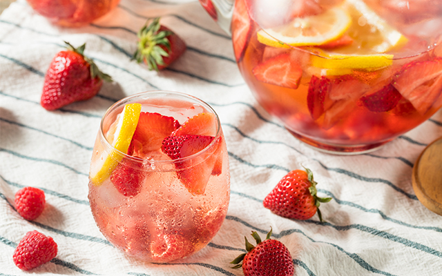 strawberry-gin-summer-cocktail-punch.jpg
