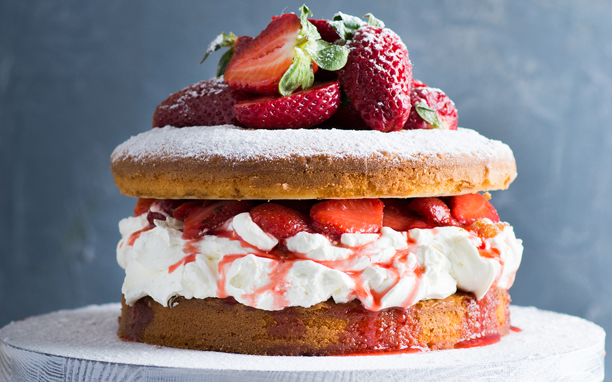 Boozy Strawberry Elderflower Cake 3.jpg