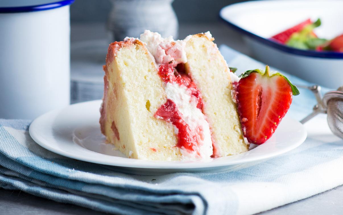 Boozy Strawberry Elderflower Cake 2.jpg