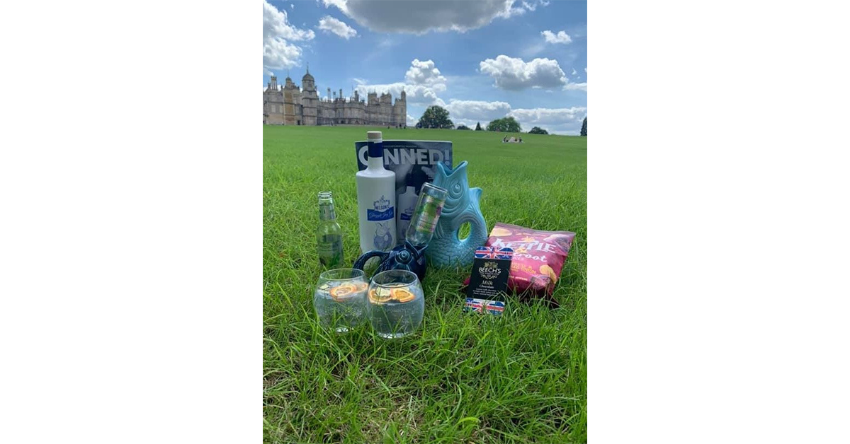 Kate and her gluggle jugs found themselves enjoying the sunshine in the quintessentially English gardens of Burghley House in Peterborough!