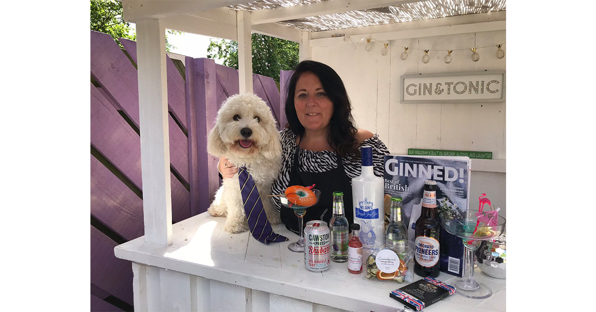 Dianne had the right idea by making the most of her gin bar and bottle of Nelson's accompanied by a rather cute looking assistant! (Look at the tie!)