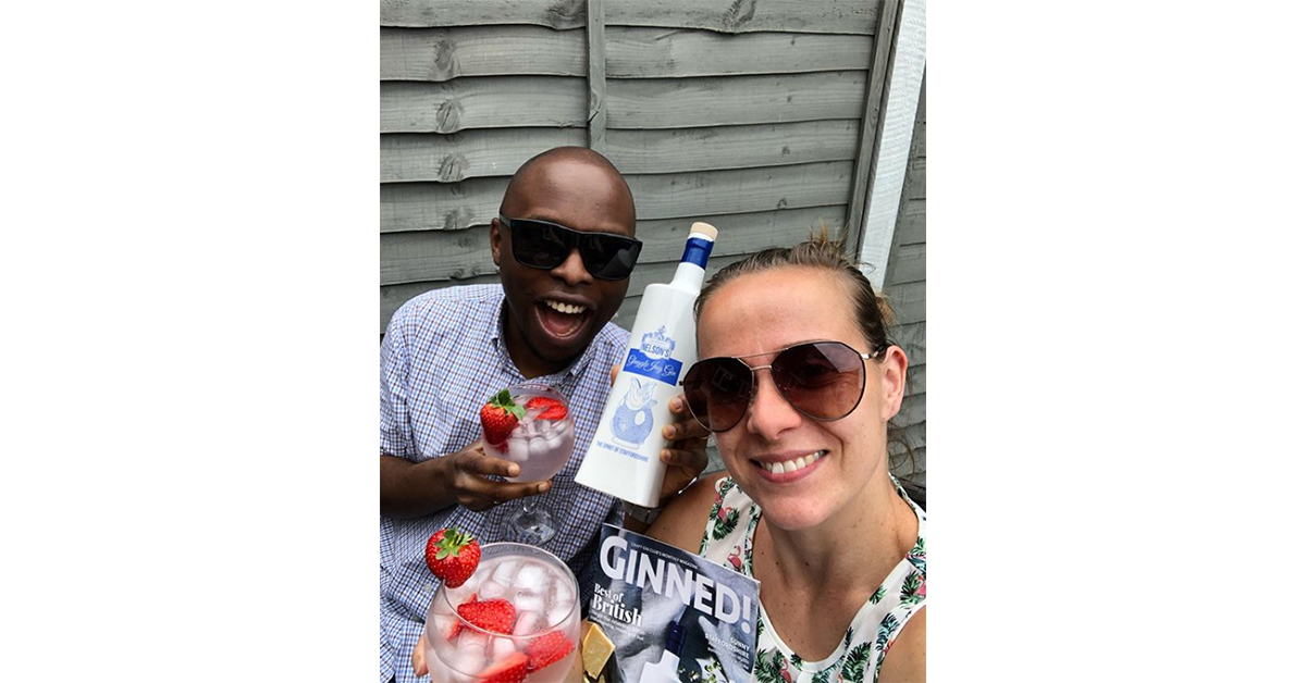 Veronika and her husband were the epitome of summertime #couplegoals as they enjoyed their Gluggle Jug Gin out in the garden! Chin-chin!